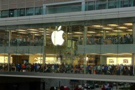 Apple se dnes propadl o téměř 3%. Co bude dál?